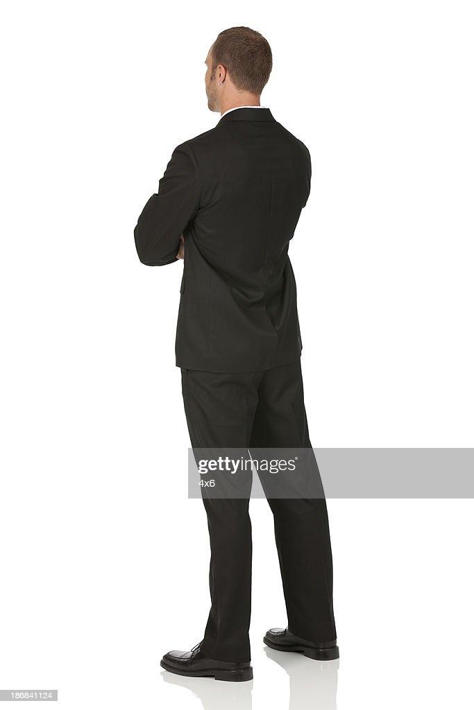 Geschäftsmann stehend mit Arme verschränkt : Stock-Foto