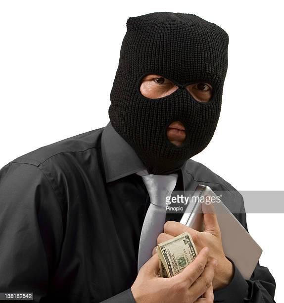 Homme d'affaires avec le vol d'argent et des passe-montagne
