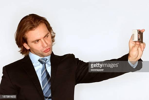 Homme d'affaires prend un autoportrait