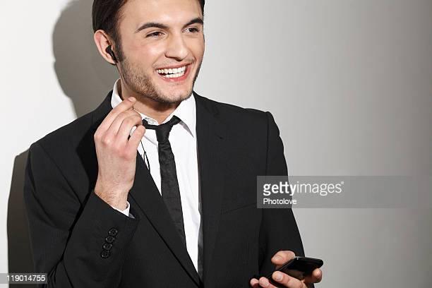 Homme d'affaires parler sur casque