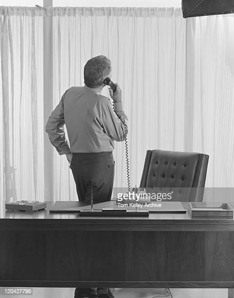 Geschäftsmann Gespräch am Telefon im Büro