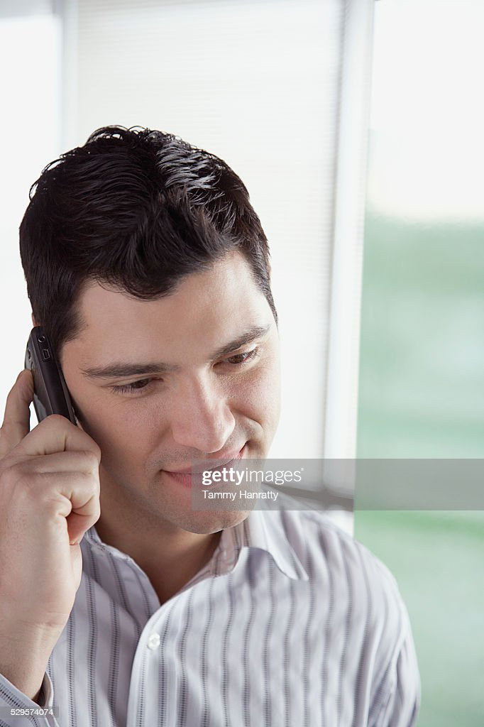 Businessman using cell phone : Stockfoto
