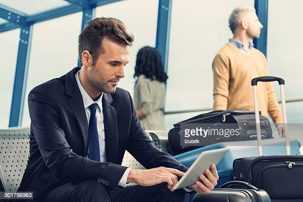 Geschäftsmann warten auf Flug