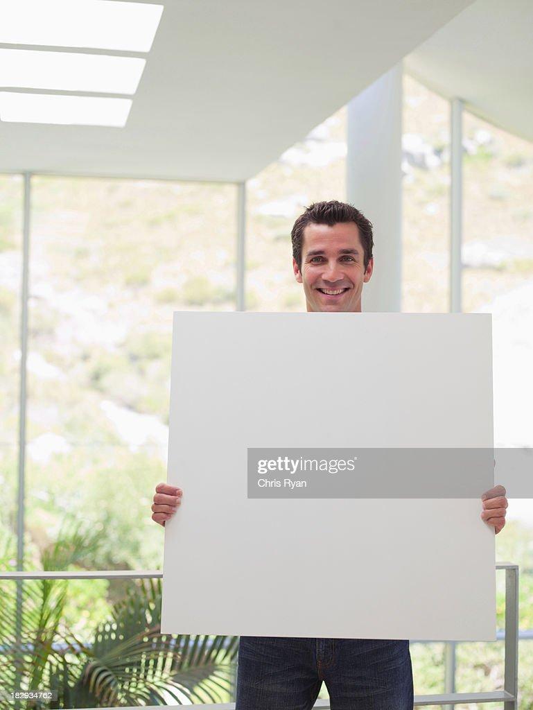 Geschäftsmann mit leeren Schild : Stock-Foto