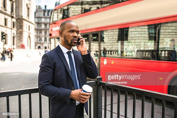 Geschäftsmann mit Kaffee Tasse und chillen in London