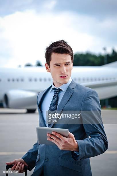Homme d'affaires avec Tablette numérique