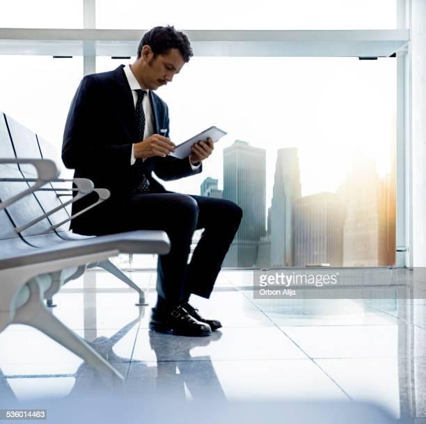 Uomo d'affari con un tablet a New York