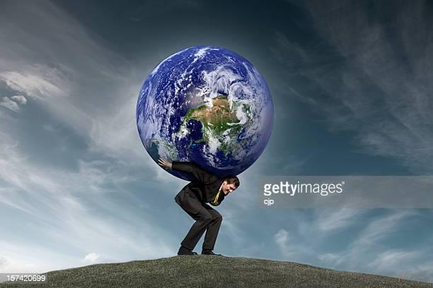 Empresario con el mundo en sus hombros