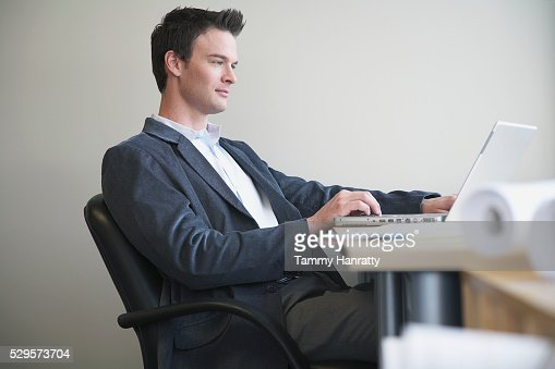 Businessman working on laptop : Stock-Foto