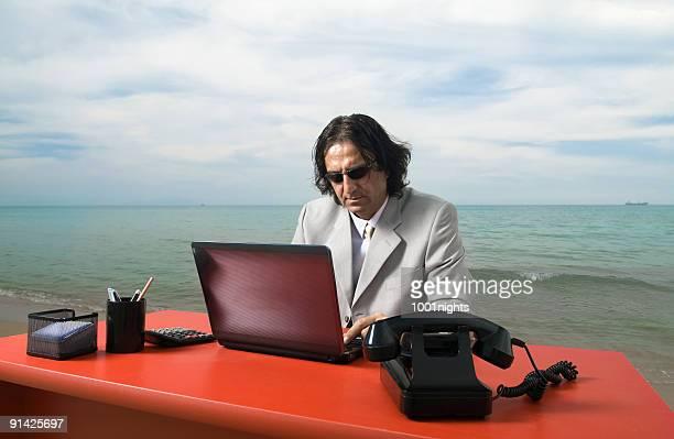 Geschäftsmann Arbeiten am Strand