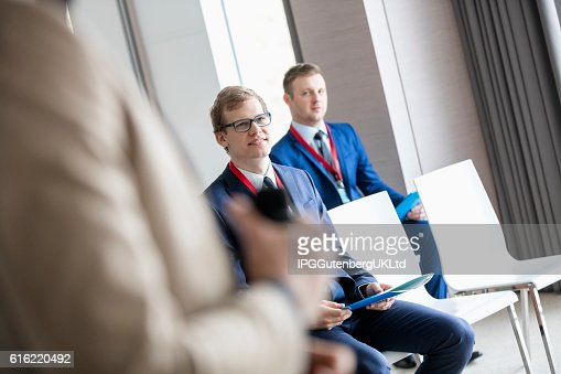 Businessmen and public speaker in seminar hall : Photo