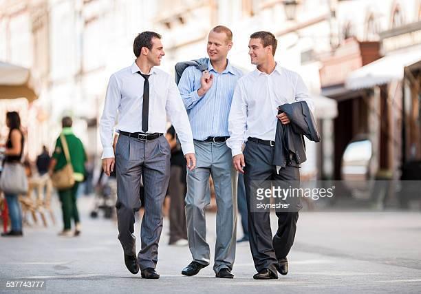 Geschäftsleute Kommunikation im Freien.