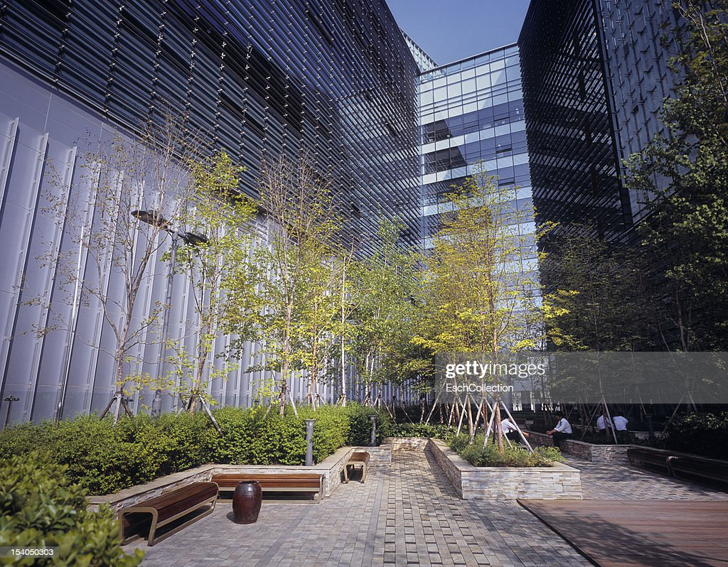 Businessmen enjoying lunch at a modern office park : Stock Photo