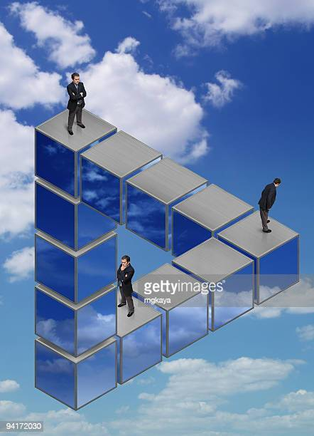 Hommes d'affaires sur le Triangle Impossible