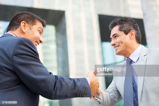 Geschäftsleute Salutieren