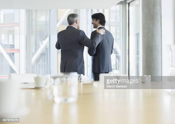 Parlando in una riunione d'affari