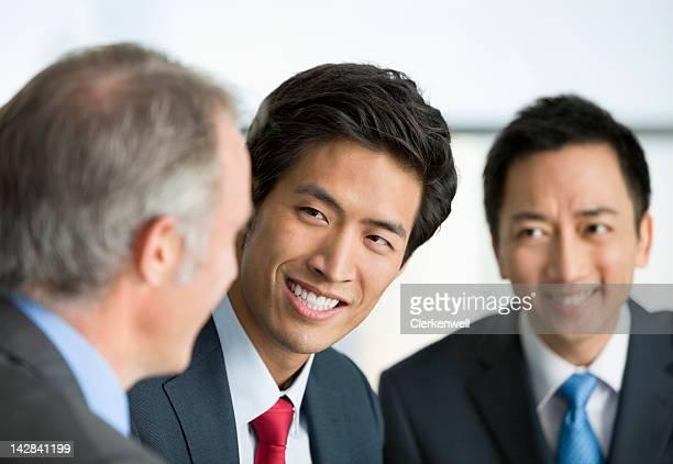 Geschäftsleute sprechen