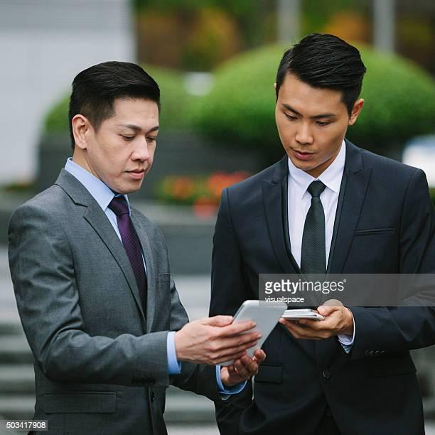 スマートフォンのビジネスマン