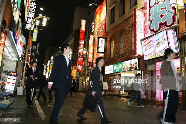 ビジネスマンのナイトライフ東京