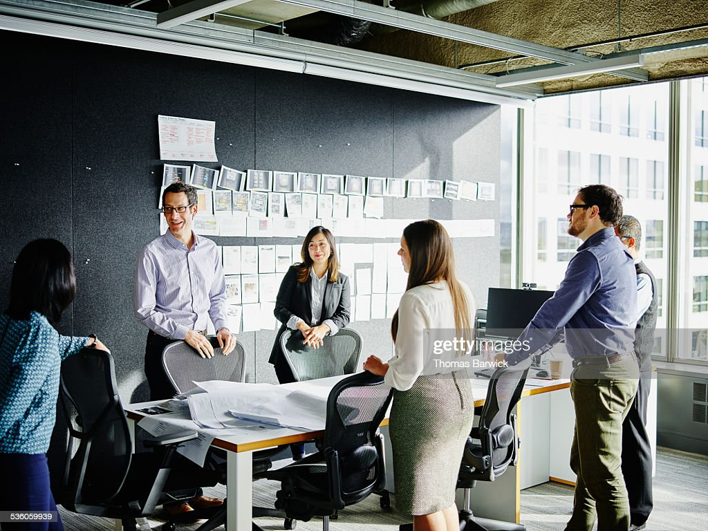Businesspeople beginning meeting in office : Stock Photo