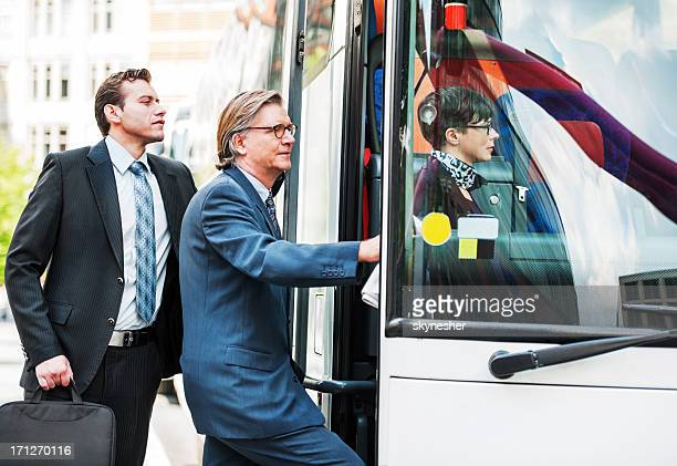 Empresários de introduzir o autocarro.