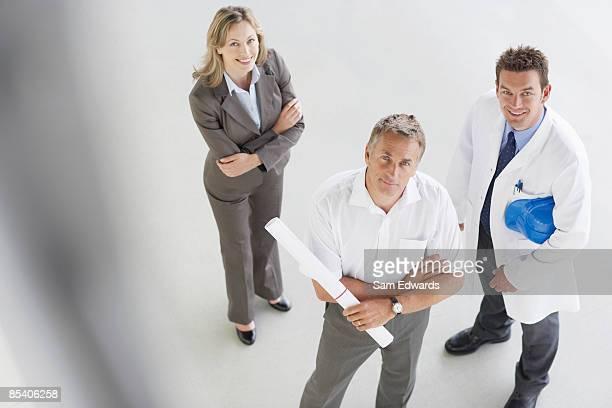 ビジネスマンに立つ設計図