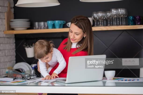 Geschäftsfrau und Mutter zugleich