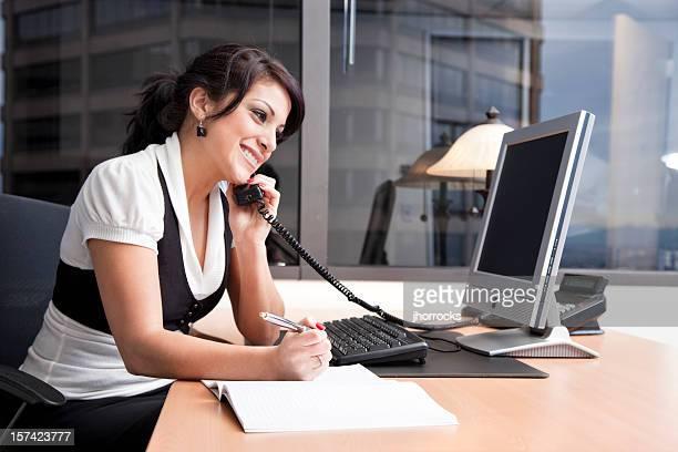 Geschäftsfrau an Ihrem Schreibtisch