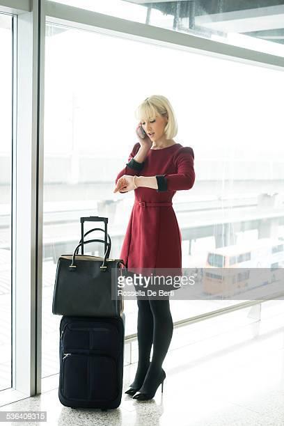 空港でのビジネスウーマン