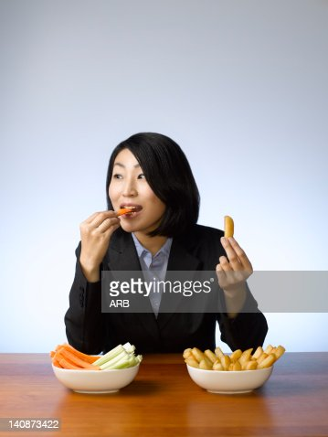 Businesswoman deciding what to eat : Foto de stock