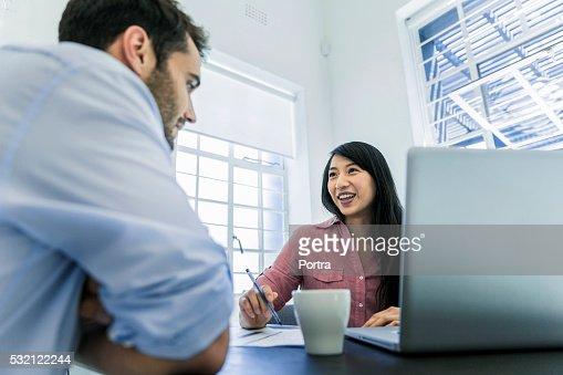 Discuter avec femme