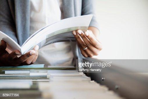 Businesswoman filing : Bildbanksbilder