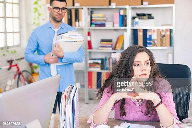 女性実業家オフィスでの問題