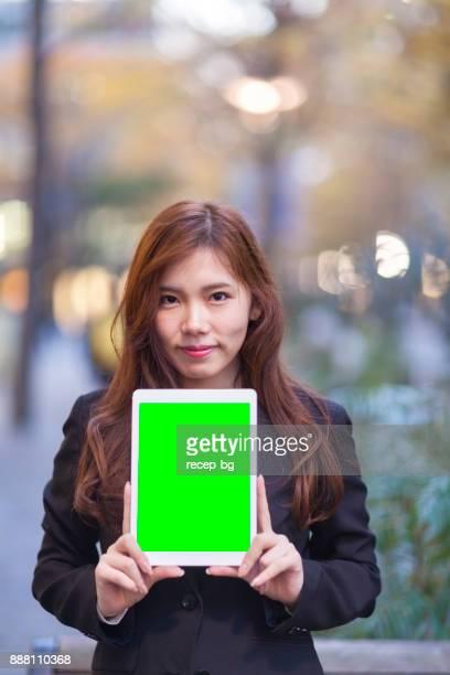 Geschäftsfrau Holding Tablet