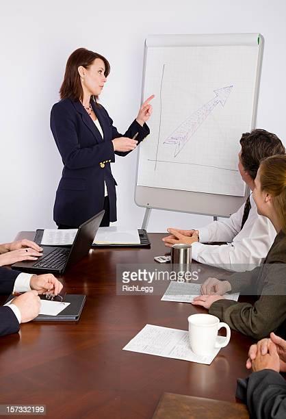 Femme d'affaires dans une salle de réunion