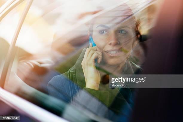 Donna d'affari in auto