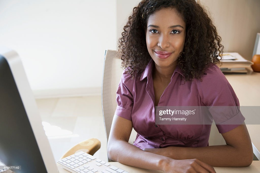 Businesswoman in office : Foto de stock
