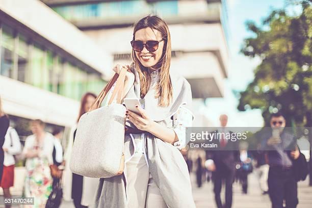 Mujer de negocios en la ciudad