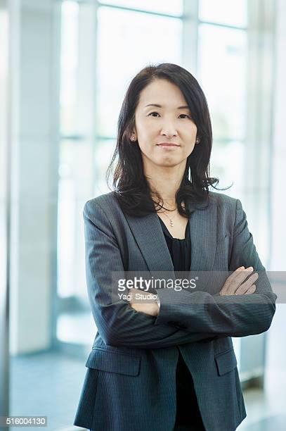 Geschäftsfrau im Büro Empfangshalle