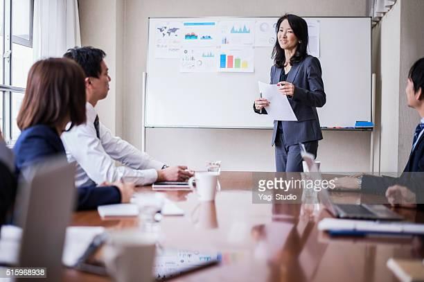 仕事一色では、プレゼンテーション、コンファレンスルーム