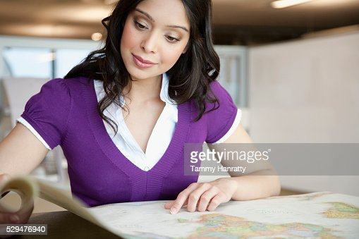 Businesswoman looking at map : Stock-Foto