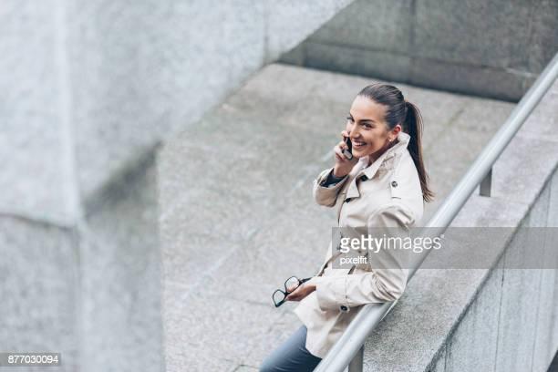ビジネスウーマンの電話