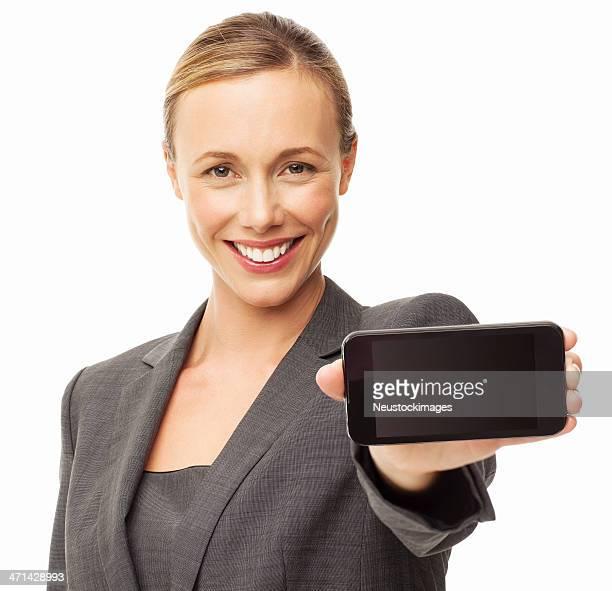 Femme d'affaires montrant le téléphone intelligent-isolé