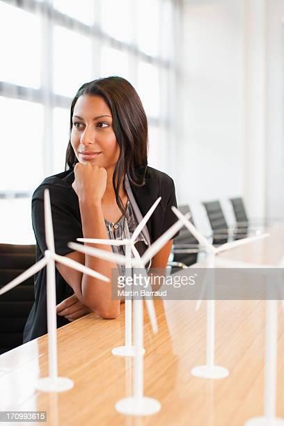 ビジネスウーマンのラウンジのコンファレンスルームには、モデルタービン