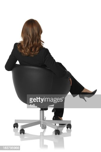 Femme daffaires assis sur une chaise photo getty images for Abdos assis sur une chaise