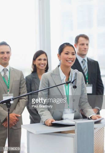 Businesswoman speaking at podium : Stockfoto