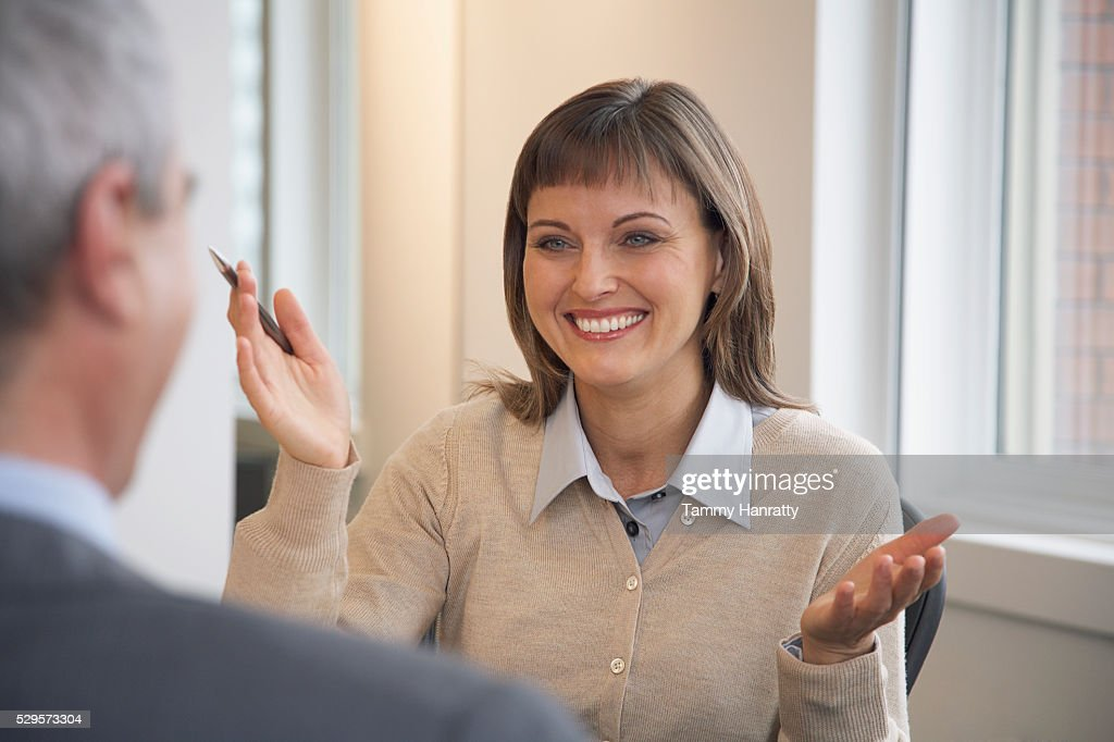 Businesswoman talking with colleague : Stock-Foto