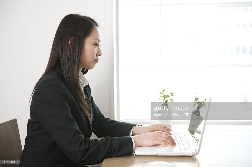 Businesswoman using laptop, Tokyo Prefecture, Honshu, Japan : Stock Photo
