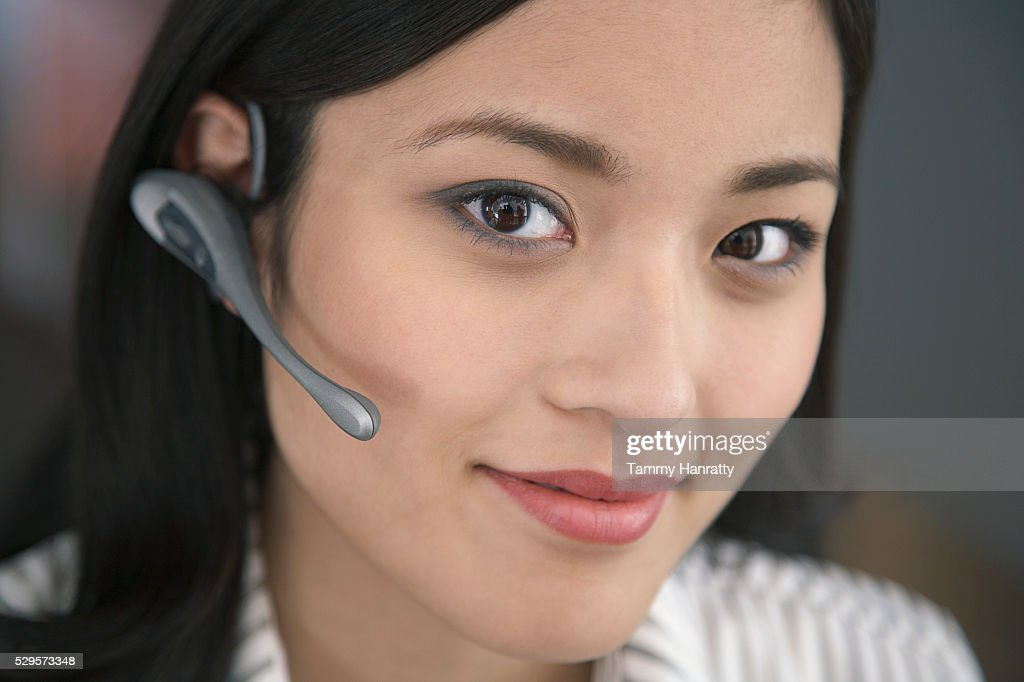 Businesswoman wearing telephone headset : Foto de stock