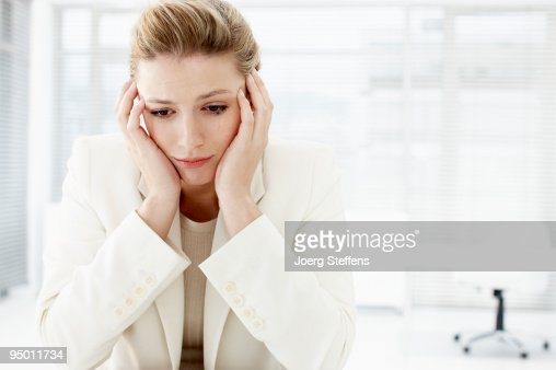 Businesswoman with head in hands : ストックフォト